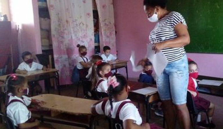 Enseñanza en tiempos de coronavirus. Foto Anelis Díaz
