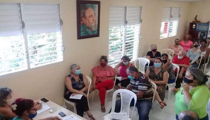 Analizan trabajadores de Radio Jaruco, cumplimiento de los objetivos de trabajo en el 2020. Foto Yordan Díaz.