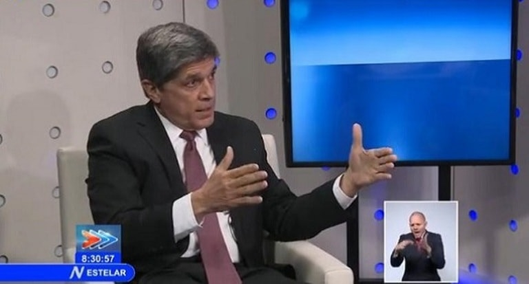 El Director General para EE.UU. del Ministerio de Relaciones Exteriores de Cuba, Carlos Fernández de Cossío, ofrece las explicaciones en el NTV.