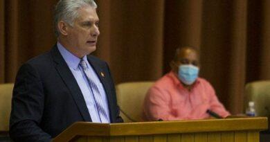 Díaz-Canel comentó que este año de pandemia fue enfrentado con condiciones excepcionales en la economía. Foto: Irene Pérez/ Cubadebate.