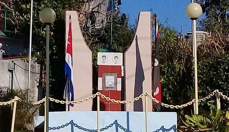 Monumento a Noelio Capote Figueroa y Tomás David Royo Valdés miembros del Movimiento 26 de julio e integrantes de la expedición del Yate Granma. Foto Yordan Díaz