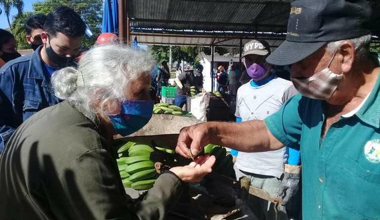 Festeja pueblo de #Jaruco, apertura de Plaza Comercial El Agricultor. Foto Marlene Caboverde