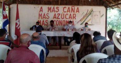Compartió presidente de la ANAP, con asociados de la Cooperativa de Créditos y Servicios Manuel Ascunce de Jaruco. Foto Anelis Díaz