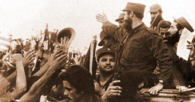 El pueblo de La Habana, en masa, salió a las calles para abrazar a los rebeldes victoriosos, el 8 de enero de 1959. Foto: Archivo de Granma