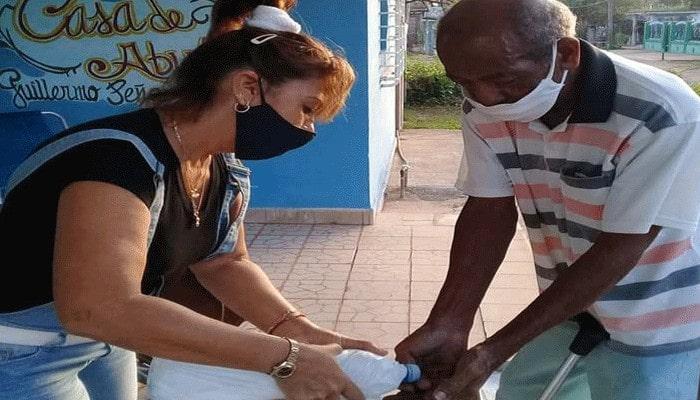 Protegen en Casa de Abuelos de #Jaruco la salud de los ancianos frente a la Covid 19. Foto Marlene Caboverde