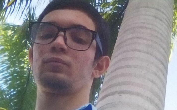Jorge Alejandro Martínez Martinez, joven informático de Jaruco que apoya el combate contra la Covid-19. Foto: Radio Jaruco.