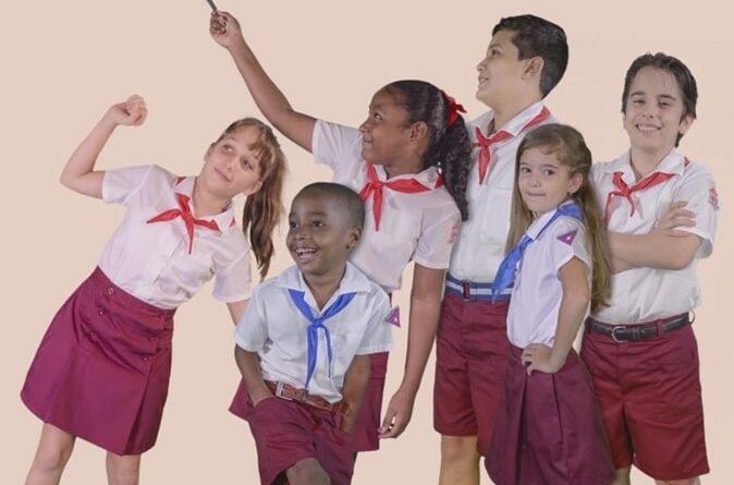 Diseño para nuevos uniformes escolares. Foto Empresa Confecciones Tropicales