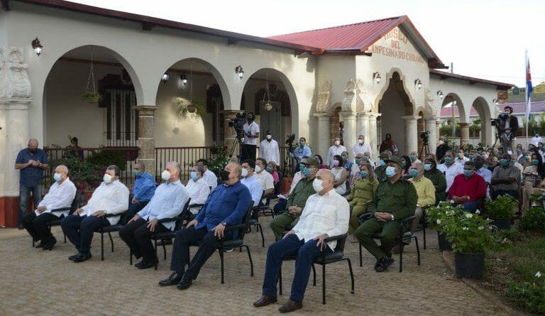 Acto por el 60 aniversario de la constitución de la Asociación Nacional de Agricultores Pequeños. Foto: Estudios Revolución.