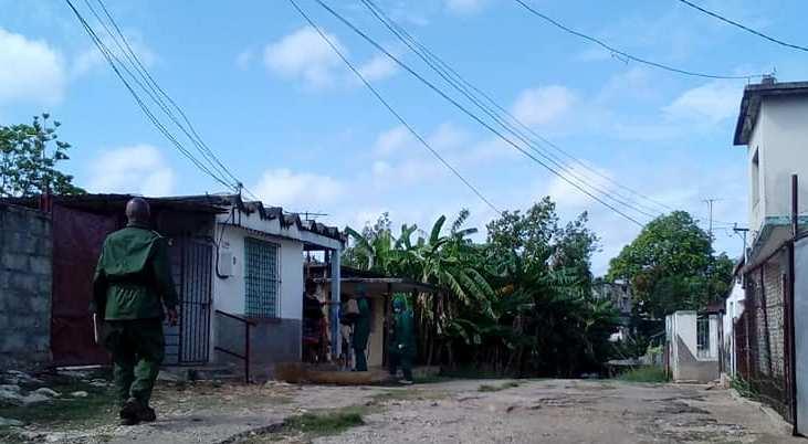 Limitan movimiento en barrio de #Jaruco . Foto Arnay Acosta