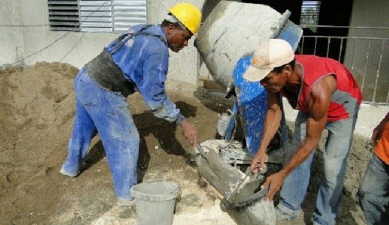 La construcción de células básicas habitacionales forma parte de la ayuda que da el país a los más necesitados. Foto. Archivo