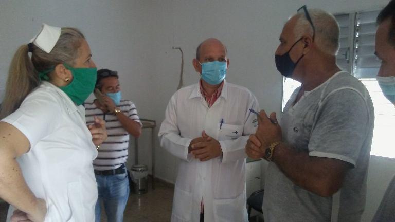 Director de Salud Pública en Mayabeque, Doctor Luis Armando Wong Corrales para chequear los preparativos en el municipio de la intervención sanitaria en sectores de riesgos.. Foto Gisselle Alpizar .