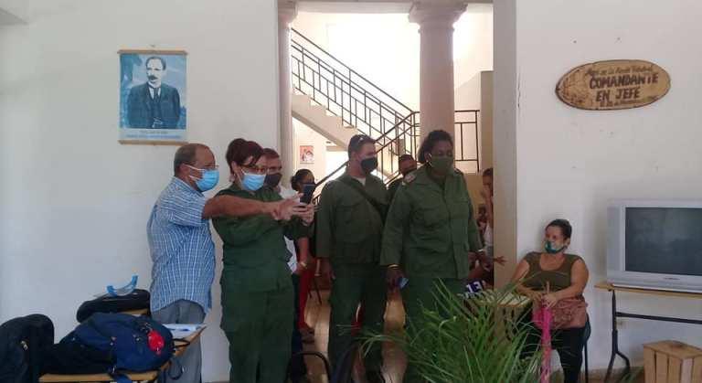 Autoridades del Gobierno y el Partido de #Mayabeque, recorren área de vacunación anticovid, en #Jaruco. . Foto Marlene Caboverde
