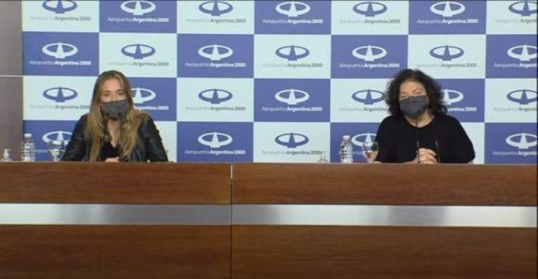La ministra argentina de Salud, Carla Vizzoti, y la asesora presidencial, Cecilia Nicolini, durante conferencia de prensa tras su llegada desde Cuba. Foto: Captura de Video