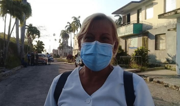 La paciente cero de #Jaruco, entre orgullo y emoción antes de vacunarse.. Foto Marlene Caboverde