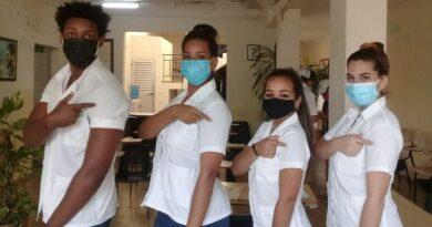 #Abdala, aquí está mi hombro. (Estudiantes de Medicina de #Jaruco.). Foto Marlene Caboverde