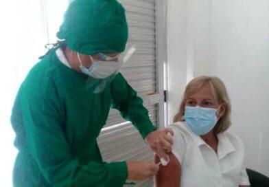 Avanza la campaña de vacunación masiva contra el coronavirus en #Jaruco: Foto Marlene Caboverde.