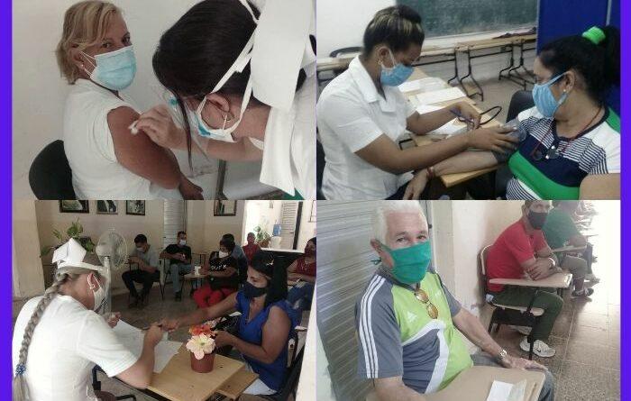 Cerró con éxito primera jornada de vacunación anticovid en #Jaruco, este 12 de mayo. Fotos Marlene Caboverde