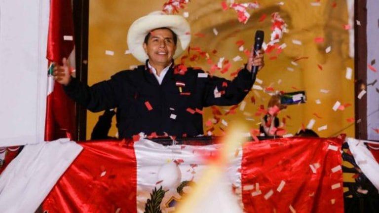 Pedro Castillo hablando a sus seguidores. Foto: Reuters