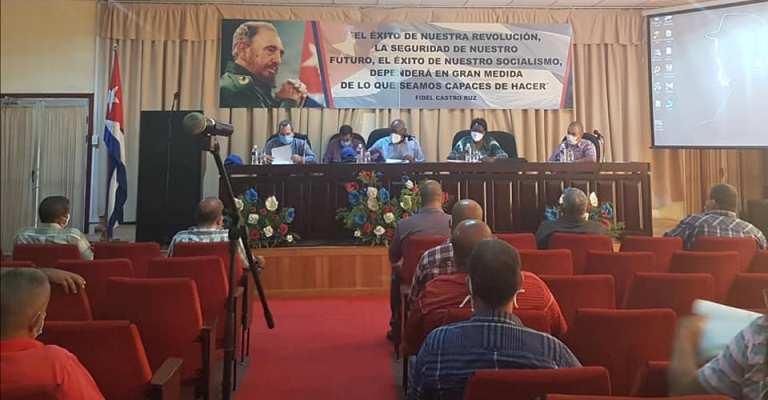 Intercambio entre Vicepresidente de la República y productores de Mayabeque. Foto: Facebook