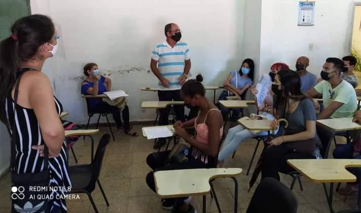 Rechazan universitarios de #Jaruco actos contra la Revolución y exigen el fin del bloqueo de Estados Unidos a Cuba. Foto Anayfer Murga