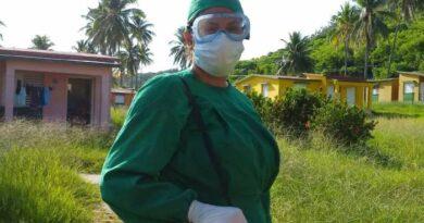 Enfermera Heidys Angeles Pérez Paula en el Centro de Aislamiento Los Cocos. Foto Anelis Díaz