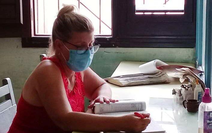 Trabajadora del Registro de Consumidores de Jaruco, Maritza González Hidalgo con 28 años de entrega al servicio del pueblo. Foto Yordan Díaz