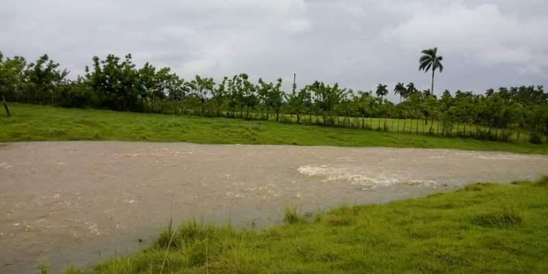 Intensas lluvias en el Concejo Popular de Tumba Cuatro. Foto Anelis Díaz