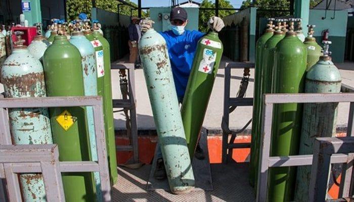 Jornada de trabajo en Gases Industriales de Cuba. Foto: Abel Padrón Padilla/ Cubadebate.