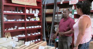 Aplica tienda de materiales de la construcción de Jaruco uso de tarjetas magnéticas.